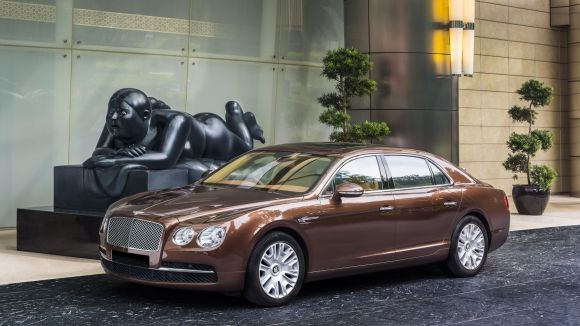 Luxury Chauffeured Limousine Service The St Regis Singapore - Bentley chauffeur